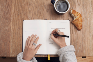 writing a gratitude list